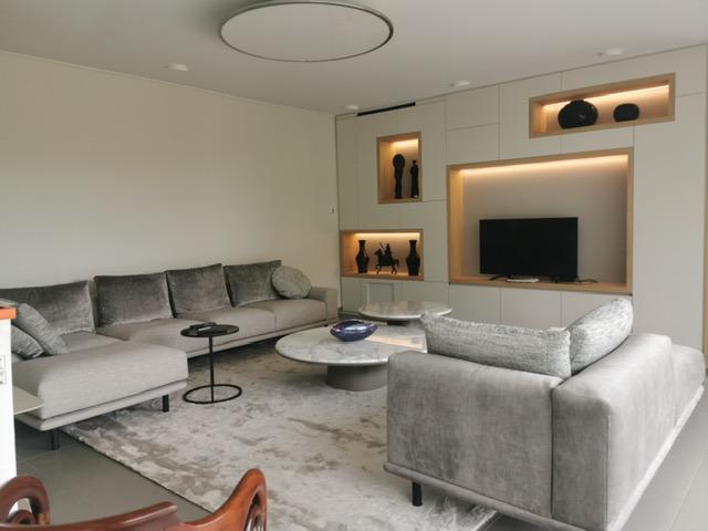 Salon avec alcoves éclairées par AC2R