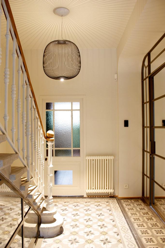 La cage d'escalier menant au premier sous-sol