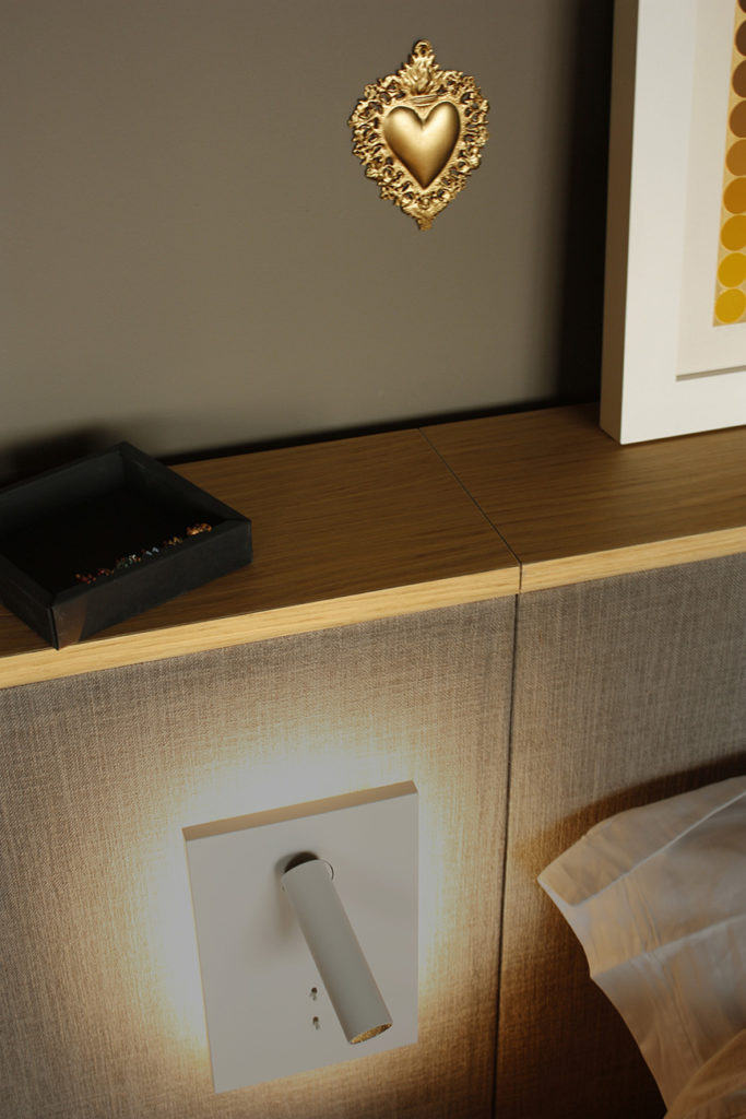 Une applique lumineuse originale dans la master bedroom