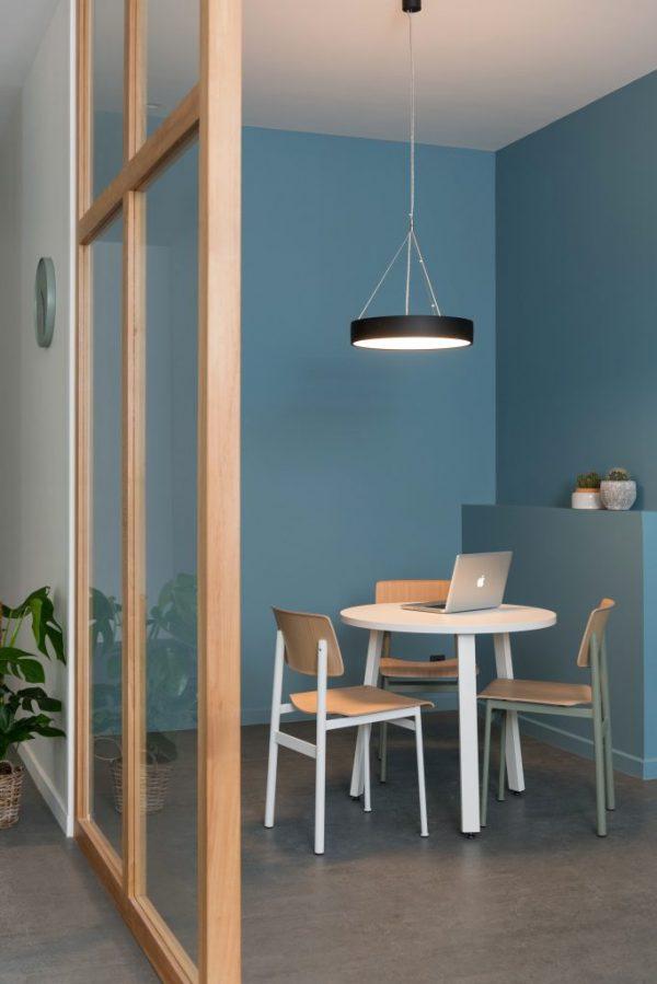 Installation éclairage dans showroom à Charbonnières