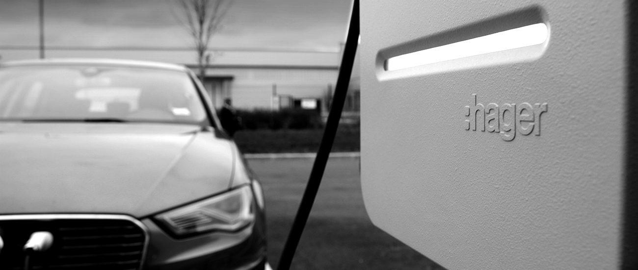 Borne de recharge pour véhicule électrique installée par AC2R
